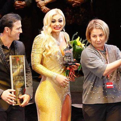 Специальный приз от Алматинского цирка был вручен обладателям Бронзового Идола Амбре и Иву Николс («Воздушные полотна «Танго», Италия/Испания)