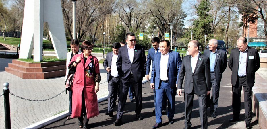 Визит депутатов Сената Парламента Республики Казахстан  в Казахский государственный цирк