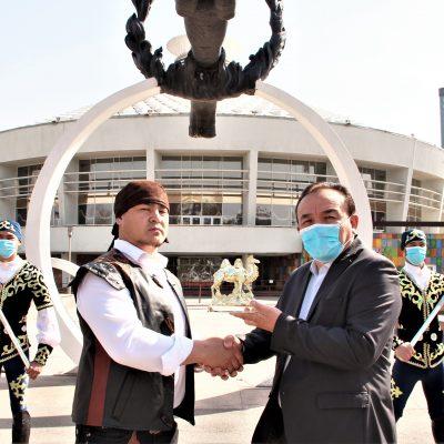 Бүгін Қазақ мемлекеттік циркінің директоры Тимур Спатаевты құттықтады