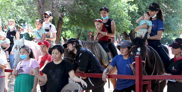 В Казахском государственном цирке прошёл урок иппотерапии для особенных ребят